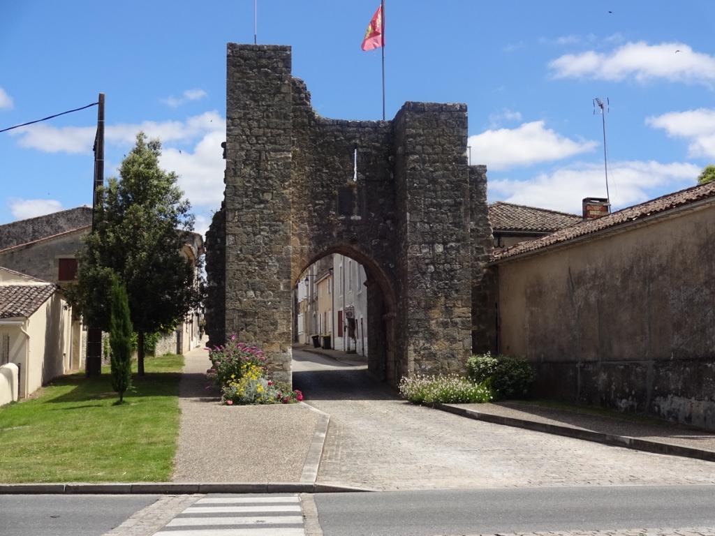 28 entrée village sauveterre