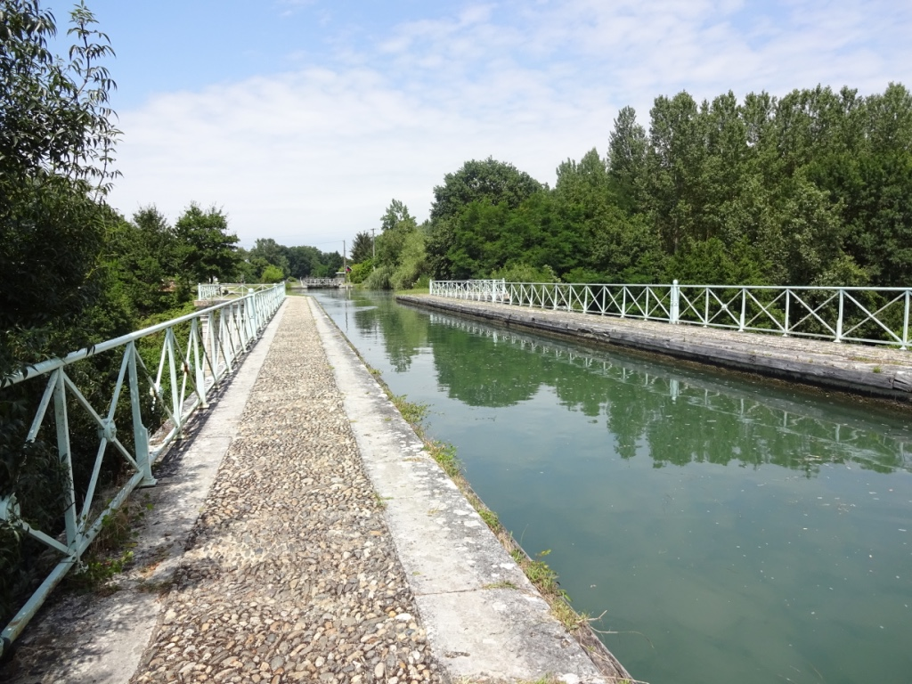 22 Canal pont