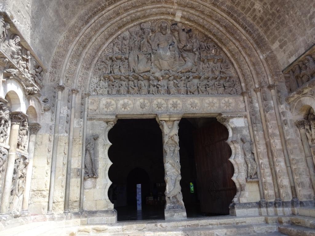 38 porte entrée église