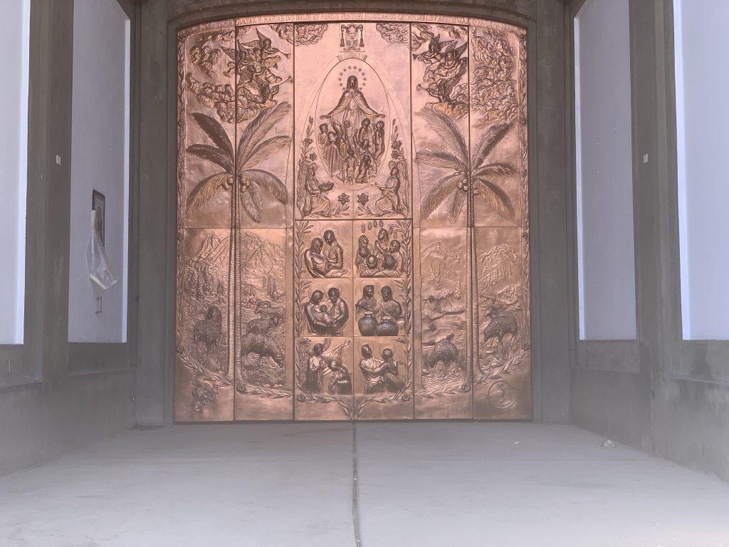 Sa porte en cuivre