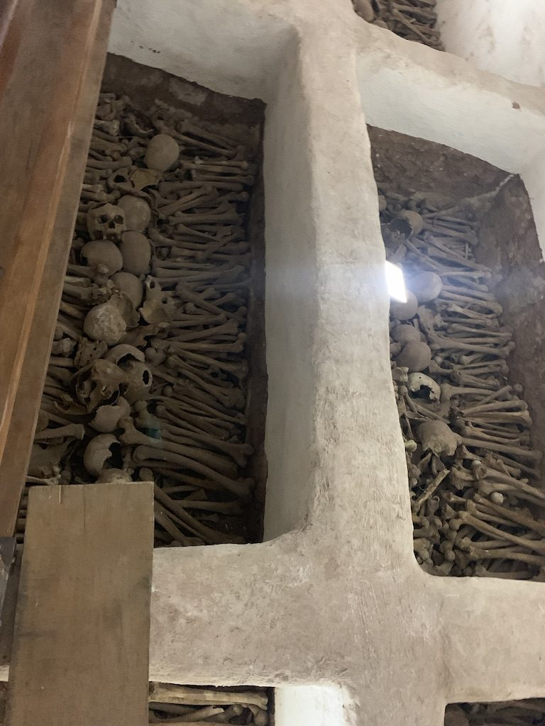 Las catacumbas de la iglesia de San Francisco