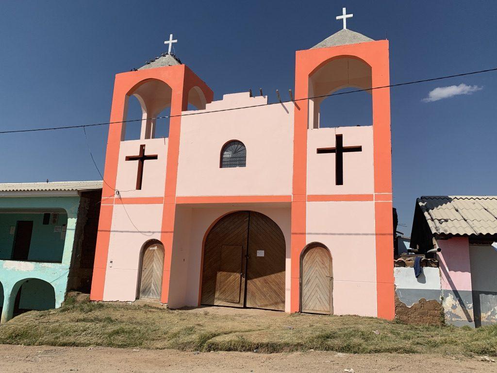 Petite église isolée