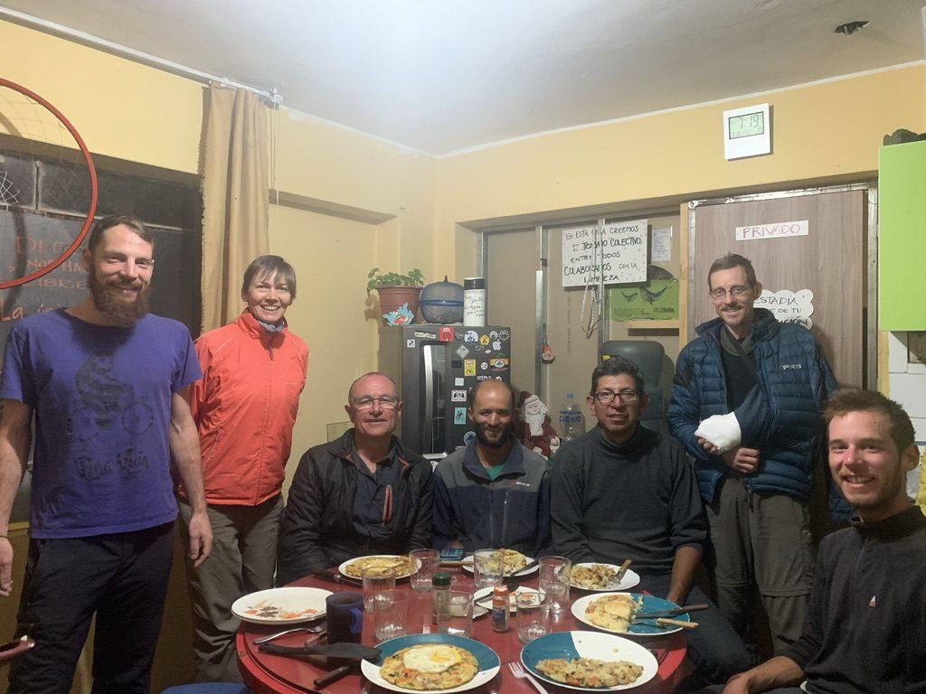 Cyclistes à la casa de ciclistas de Geovani (Assis avec des lunettes noires)