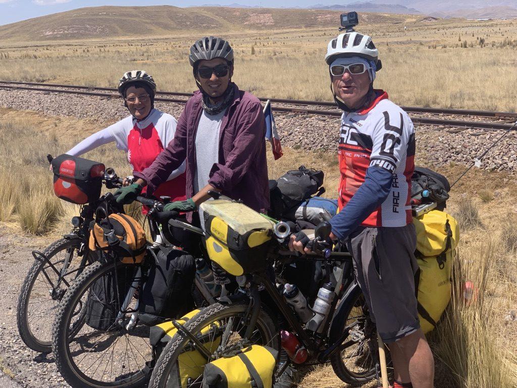 Cristiano peruano en bicicleta