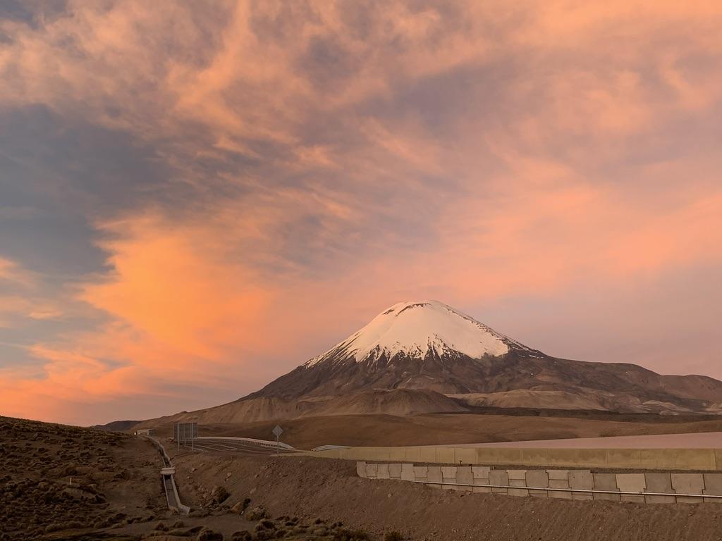 Coucher de soleil sur le volcan Parinacota