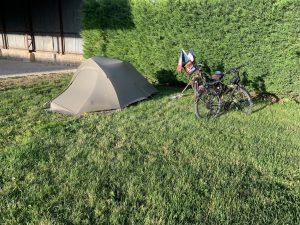 Camping dans l'herbe