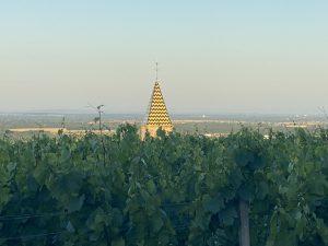 Jolie clocher en Bourgogne