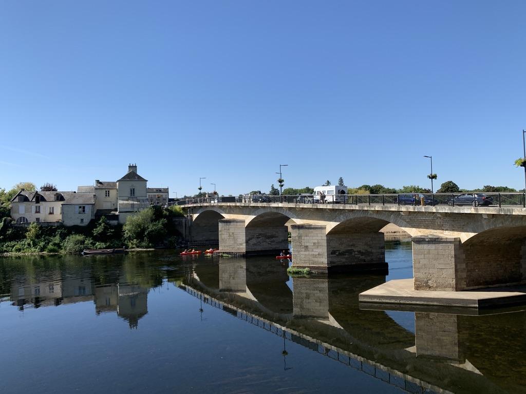 Reflet d'un pont