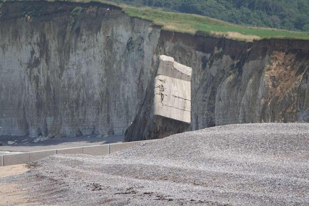Un Blockhaus tomé sur la plage